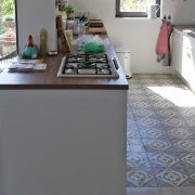 Einbau einer Tresenanlage und neuen Smeg-Elektrogeräten in bestehende Küche