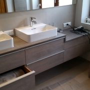 Aufsatzdoppelwaschbecken mit Schubkästen