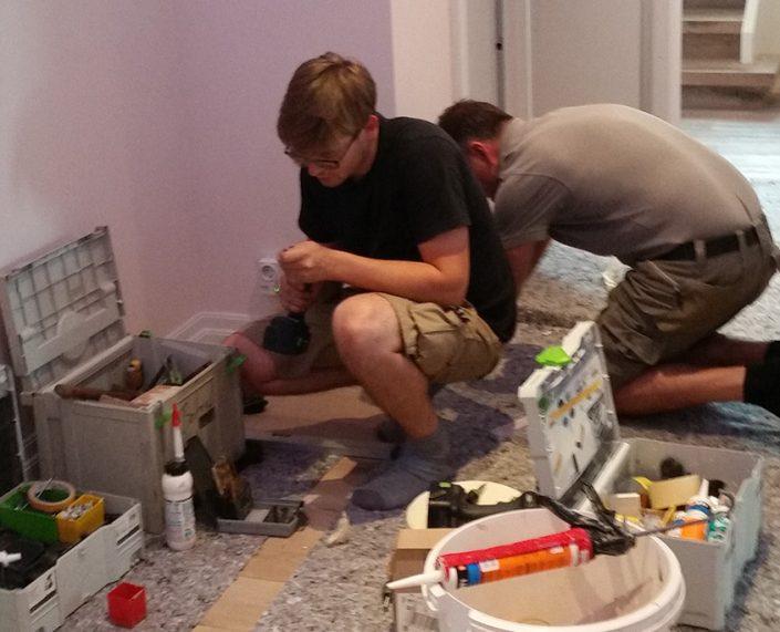 Mitarbeiter von Holz & Handwerk beim Innenausbau