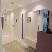 Neugestaltung eines Flures mit Gaderobe, Spiegel und Ablage