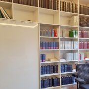 Modernes Büro Schrankelement zur Sortierung und Aufbewahrung