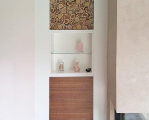 Holzscheiben als Dekoelemente hinter Glas