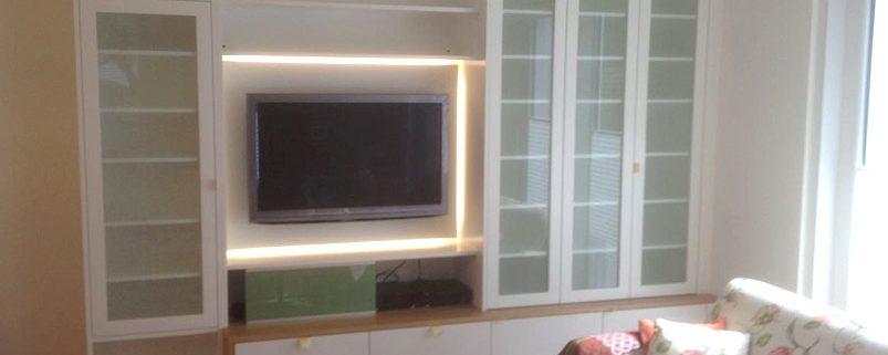 LED Beleuchtung im Bereich des Fernsehers als indirekte Hintergrundbeleuchtung