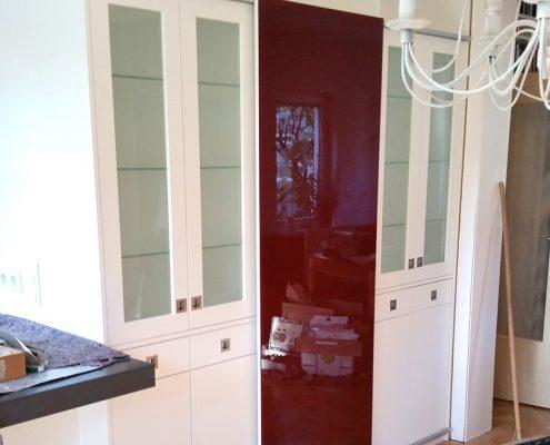 Vitrine mit Schubkästen und Rahmentüren mit Glasfüllung
