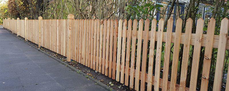 Zaun gespitzt senkrecht