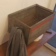 Gästewaschbecken aus alten Werkzeug-Stahlkisten