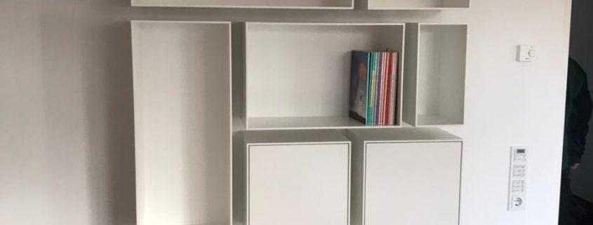 Bücherregal aus rechteckigen Gestaltungselementen