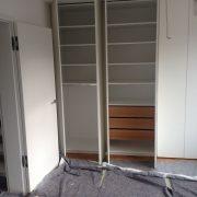 Individuelle Schrank-Innenaufteilung mit höhenverstellbaren Böden