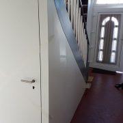 Kellerabgang unter Treppe