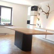 Esstisch mit Eichenplatte und 1-Bein-Gestell