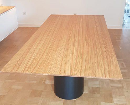 Esstisch mit Eichenplatte