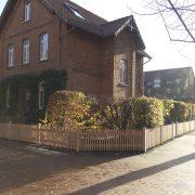 Zaun um Haus